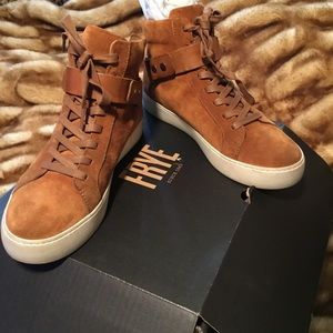 Frye Lena Harness Sneakers in Nutmeg Sz 9